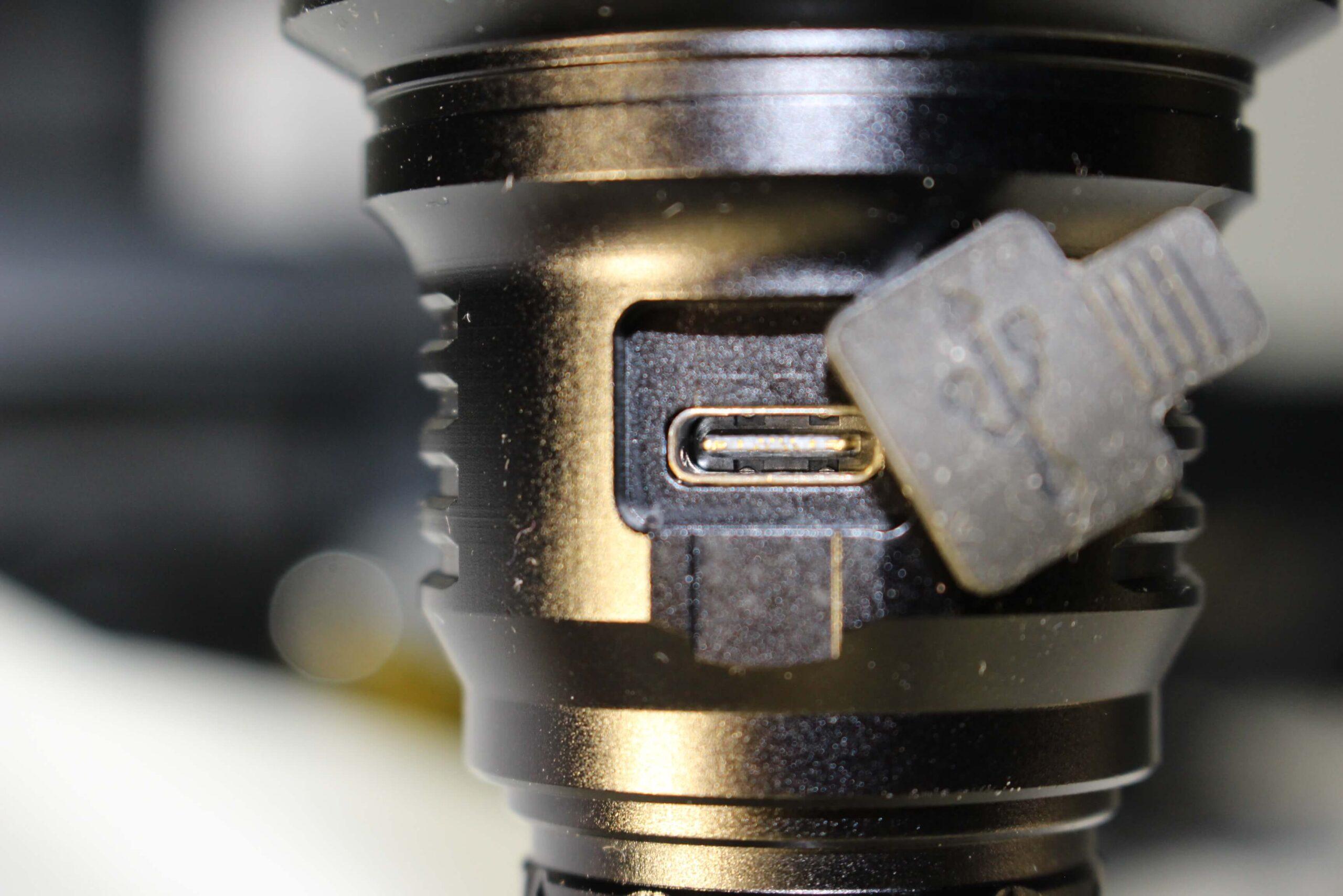 Astrolux Ec03 6700 Lumen Rechargeable Flashlight Review
